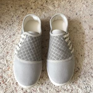 Casual flat canvas shoe, new without tags
